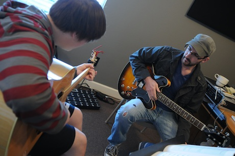Nashville Session Guitarist Andrew Timothy teaching a guitar lesson